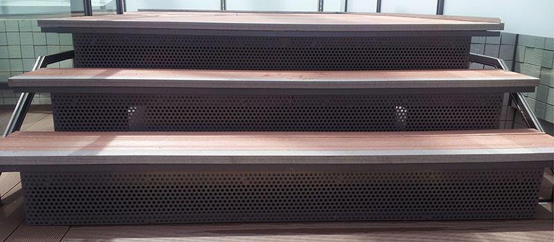 階段蹴込みの板