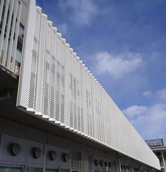 有孔折板(バルコニー目隠し)